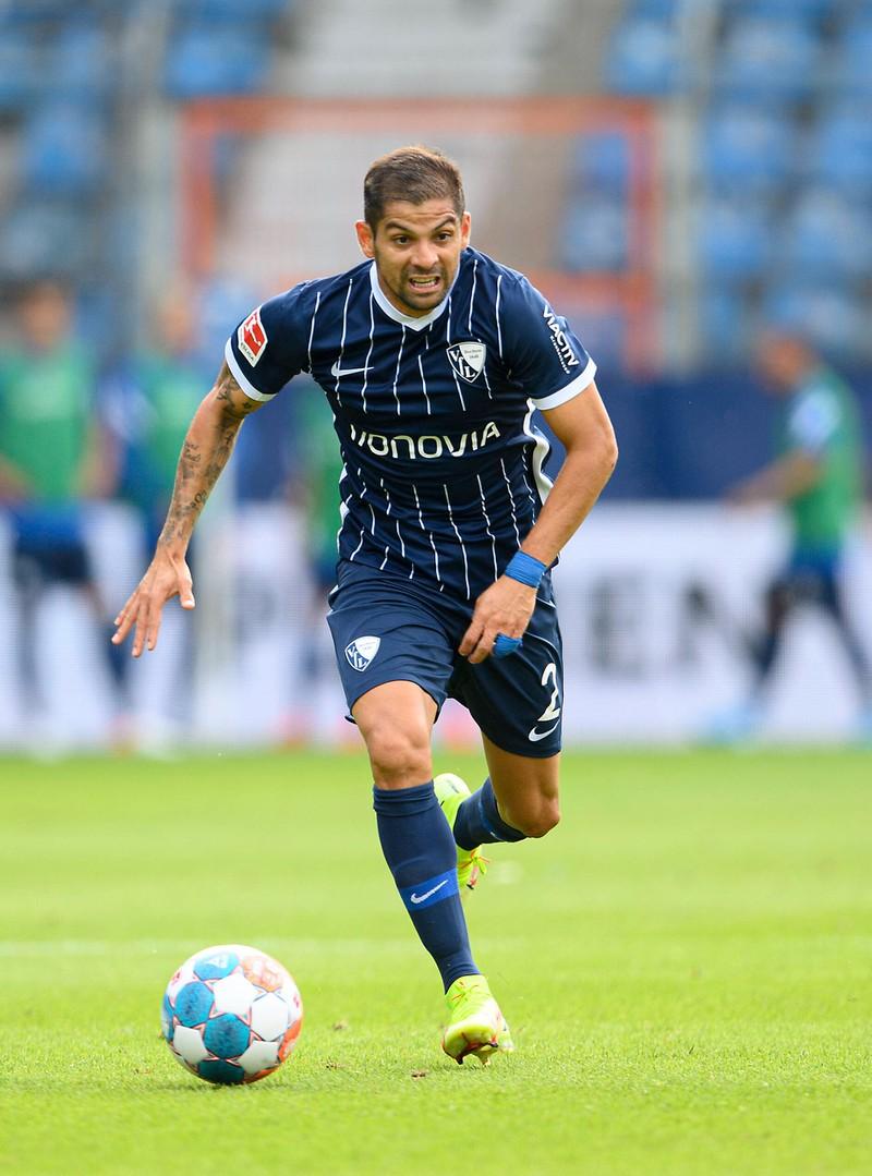 Christian Gamboa steht bei VfL Bochum unter Vertrag und ist super flink und schnell. Obwohl er schon 31 Jahre alt ist