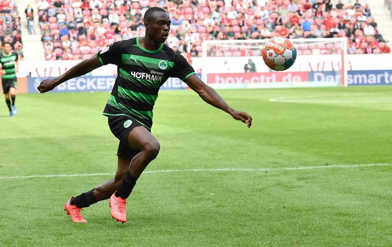 Der Nigerianer Dickson Abiama ist mit seinem Verein Greuther Fürth in die 1. Bundesliga aufgestiegen