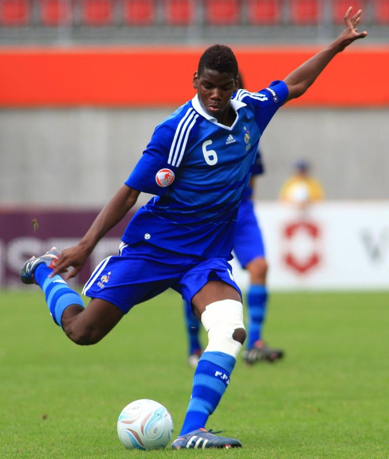 Fußball Profi Paul Pogba ist mit der französischen Nationalmannschaft der amtierende Weltmeister.
