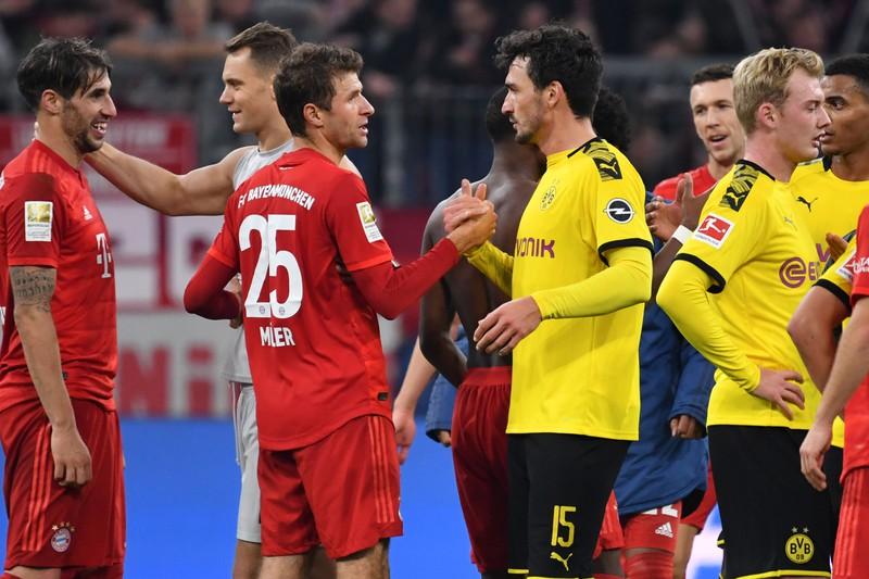 Fußballstar Manuel Neuer trägt die Rückennummer 1.