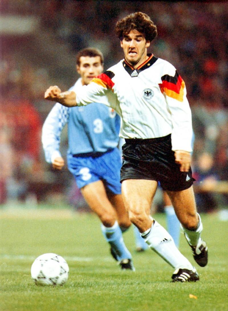 Das Bild zeigt das Spiel Deutschland gegen Uruguay im Jahr 1993