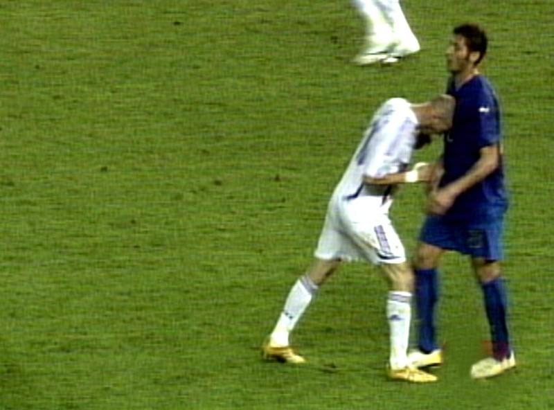 Zinedine Zidane, der dem  Italiener Marco Materazzi einen Kopfstoß verpasste