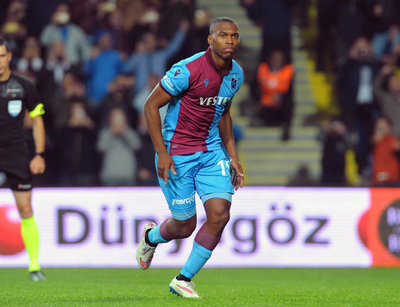 Der ehemalige englische Nationalspieler Daniel Sturridge hier im Trikot des FC Trabzonspor ist derzeit vereinslos