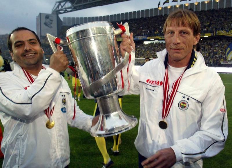 Ein Bild, das Christoph Daum zeigt, der in der türkischen und österreichischen Liga schon als Trainer Meister wurde