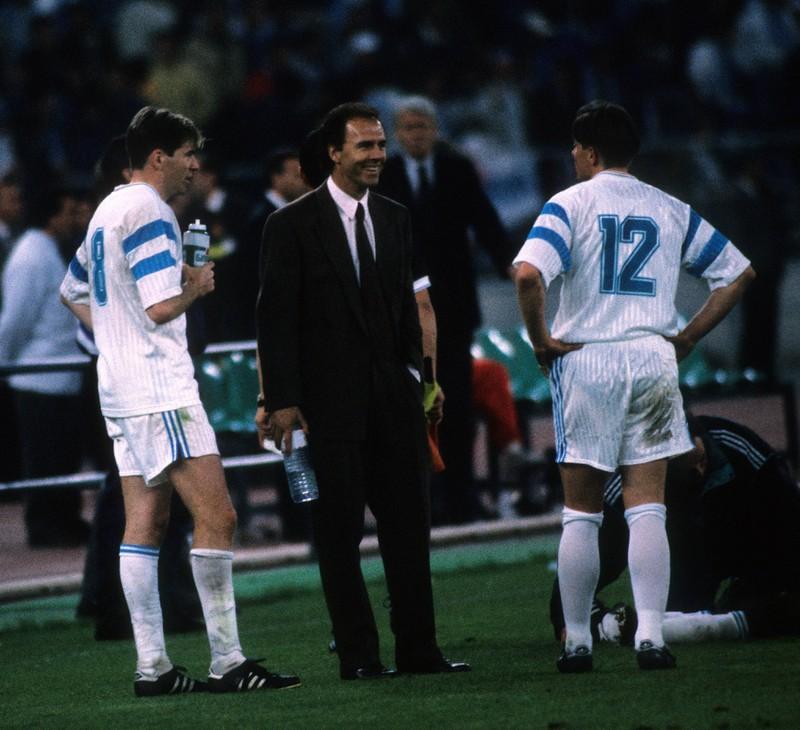 Ein Foto von Franz Beckenbauer, der nicht nur Weltmeister, sondern auch französischer Meister wurde
