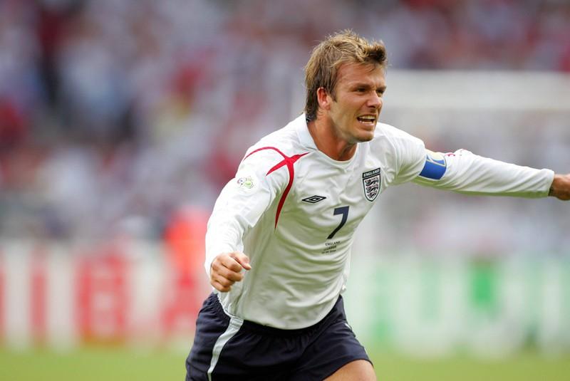 David Beckham bejubelt sein Tor gegen Ecuador, kurz zuvor hatte er sich in der Partie übergeben müssen