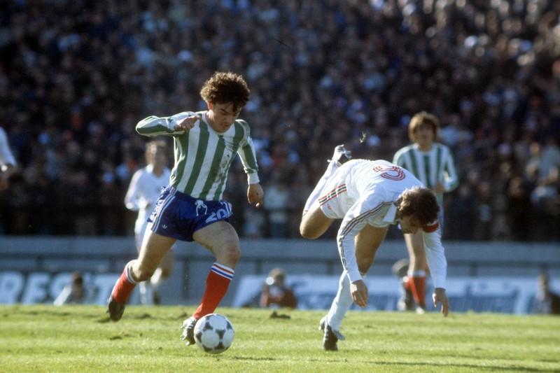 Die Franzosen spielen nicht in blau, sondern in grün-weißen Trikots gegen Ungarn bei der WM 1978