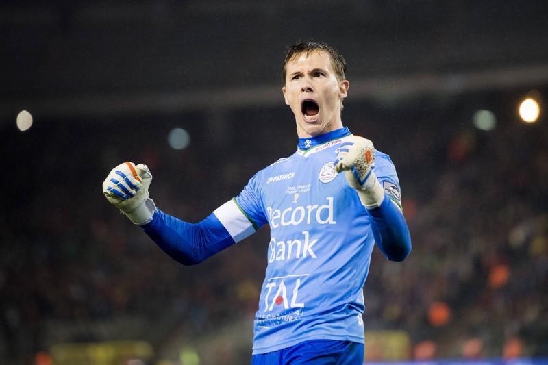 Der belgische Keeper Sammy Bossut feiert einen gehaltenen Elfmeter