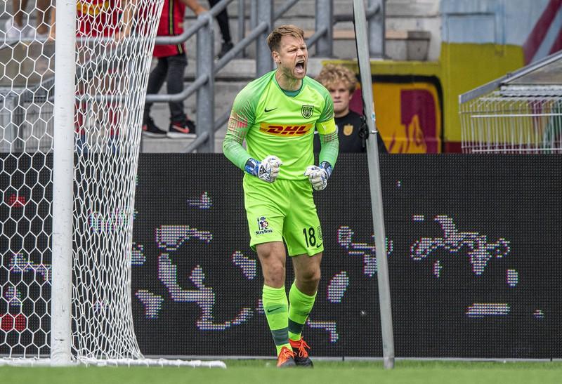 Nicolai Larsen bejubelt einen parierten Elfmeter