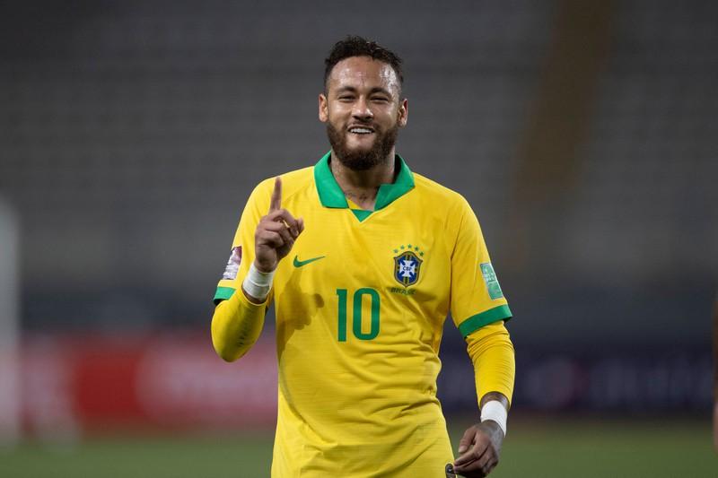 Diesmal ist die richtige Antwort Brasilien. In ihrer Nationalmannschaft spielt beispielsweise Superstar Neymar