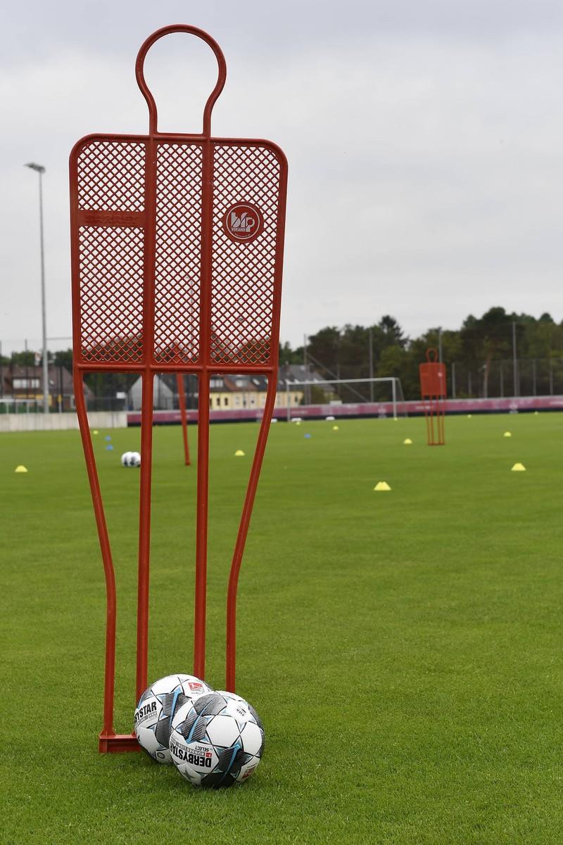 Fürs Training sind beim Fußball die richtigen Utensilien wichtig