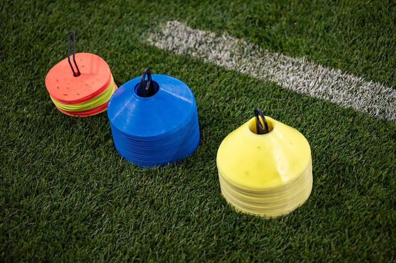 Hütchen sind eine sinnvolle Investition fürs Fußballtraining