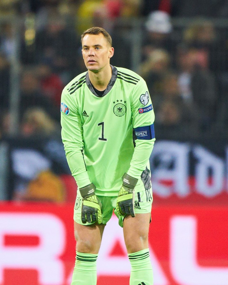Manuel Neuer erhält bei seinem Verein ein Jahresgehalt von 18 Millionen Euro